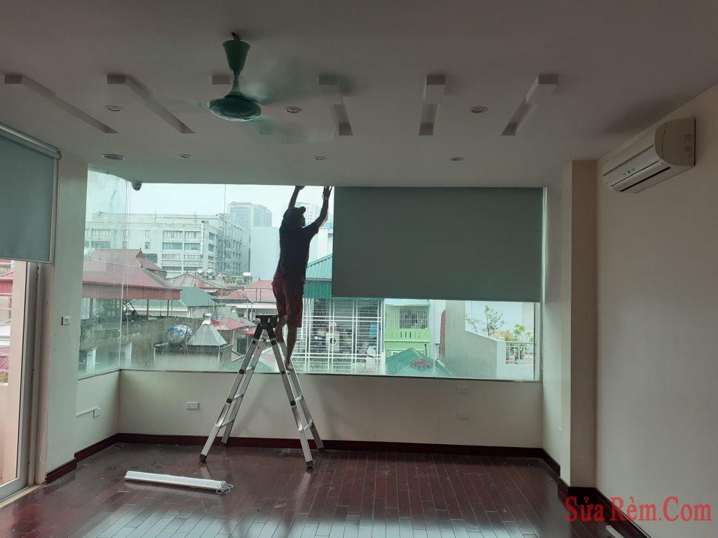 https://sua-rem.com/wp-content/uploads/2019/10/lap-rem-cuon-gia-re-1024x768.jpg