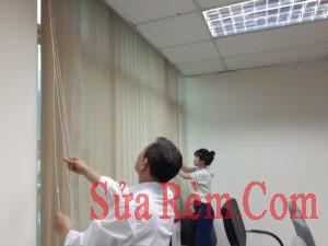 Sửa rèm rơi lắp lại trần thạch cao